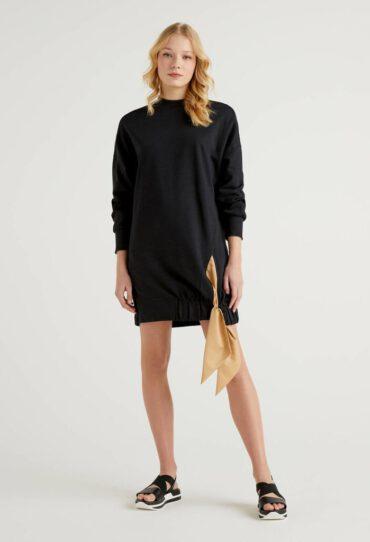 Kleid aus Sweatstoff mit Masche am Saum unten