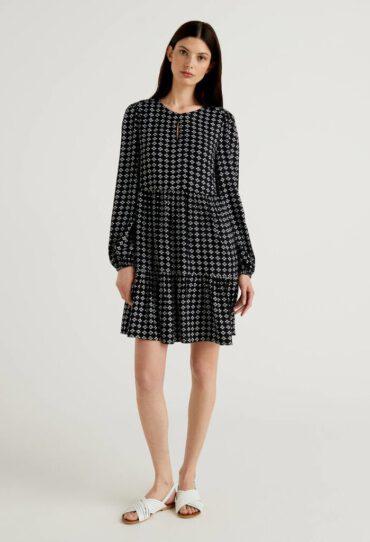 Kleid mit Rüschen und Musterprint