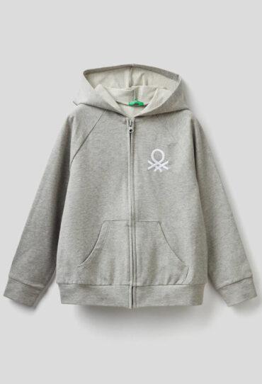 Sweatshirt mit Kapuze und aufgesticktem Logo