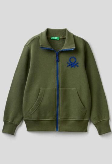 Sweatshirt mit Reißverschluss und aufgesticktem Logo