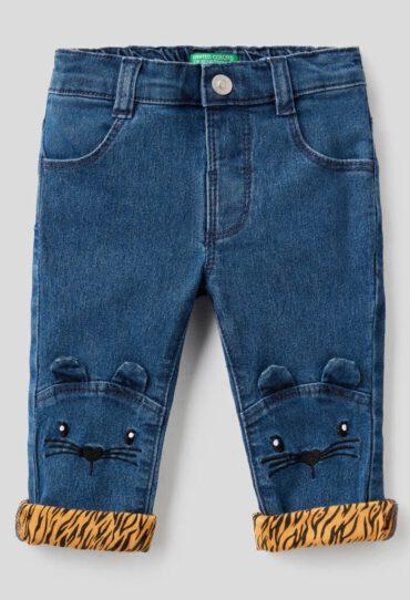 Jeans mit Tierstickerei