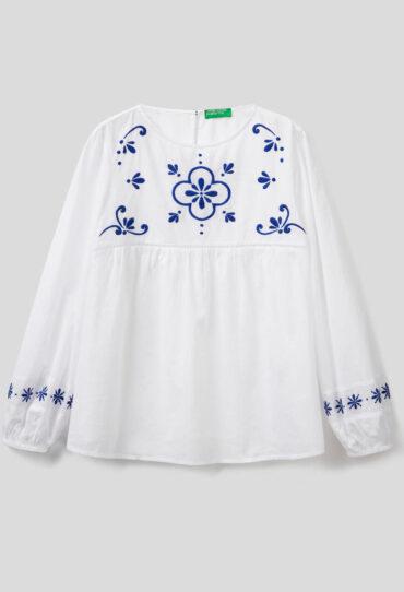 Bluse in leichter Baumwolle mit Stickereien