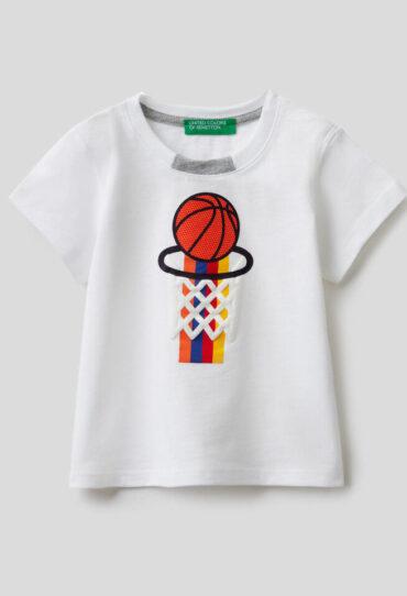 T-Shirt aus 100% Baumwolle mit bunten Print